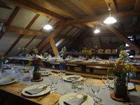Location de notre vaisselle, chapiteaux, mange-debout, enceinte sur batterie, etc. pour un mariage dans un chalet d' alpage ( Chalet Champagne aux Hopitaux-Neufs )