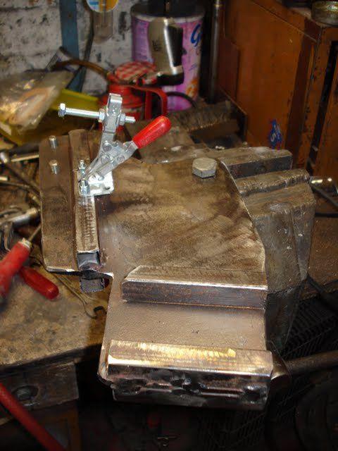 voici toute l'évolution allant de la création du gabarit à la finalisation de la fourche.