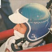 CARTE POSTALE PORTRAIT JACKIE ICKX PILOTE F1 1968 - 1969 - car-collector.net