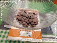 Demi-lunes au chocolat, framboise & coulis de caramel
