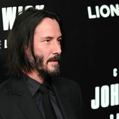Keanu Reeves to Sink Feet, Hands in Cement at Chinese Theatre   KFI AM 640