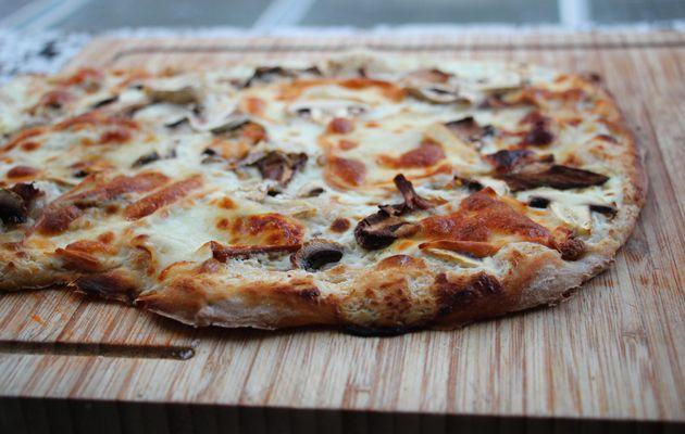 Pizza aux cèpes et à la scarmoza fumée