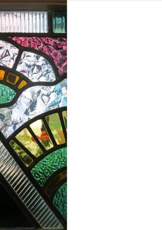 Rue Esnestale et rue des Jésuites. Alexandre Courtois (Premier grand Prix de Rome), P. Bailly, P. Montenot, architectes, 1939 - Avec ces façades remarquables nous dépassons le cadre temporel de la Grande Reconstruction. Celle-ci à peine achevée, les destructions allèrent de nouveau meurtrir Arras...