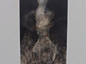 "Nathalie Deshairs ""Vertical blanc"" (2016), et ""Vertical noir"" (2016)"