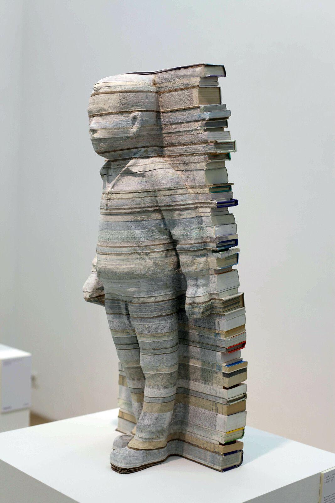 """""""No Spare Time - Textbook Series (Manuels d'école)"""", 2021 de Li HONGBO - Courtesy de la galerie Danysz Paris © Photo Éric Simon"""