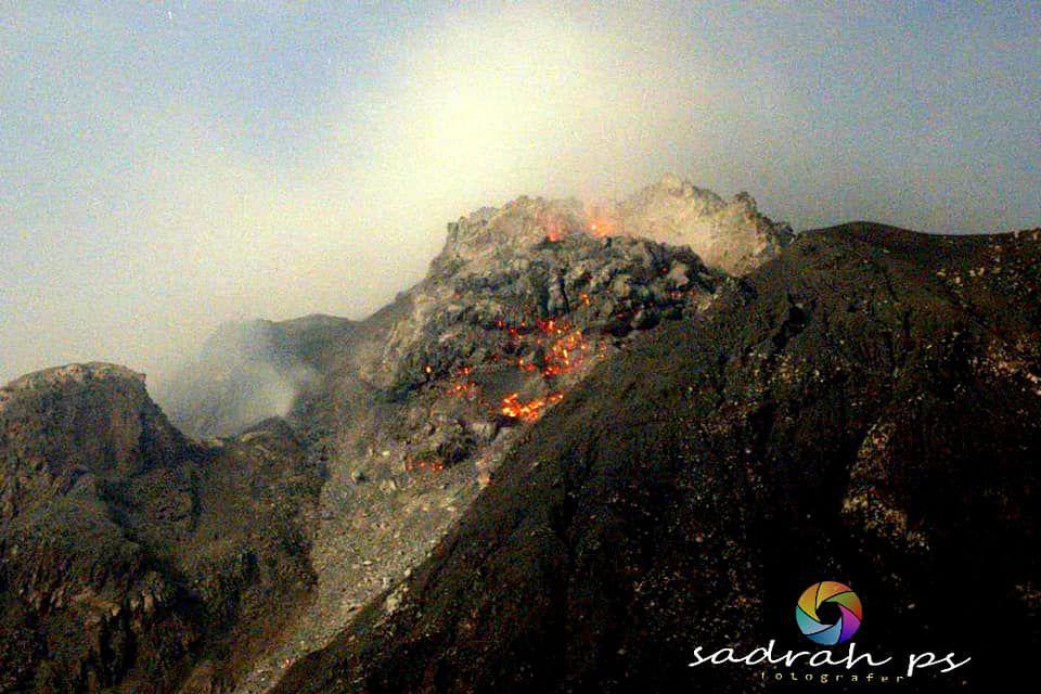 Sinabung - le dôme le 02.04.2021 / 05h30, photographié de Sukanalu Teran - photo Sadrah Peranginangin
