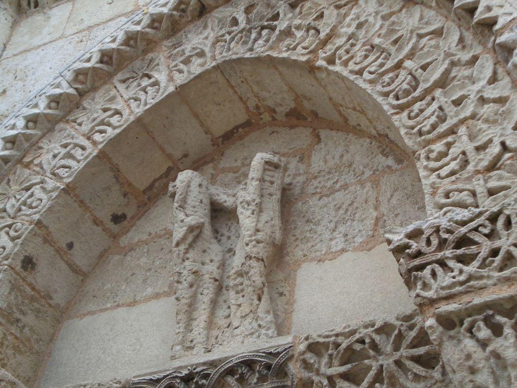 Malgré que ce fut une visite rapide il a été possible de découvrir une marque de tâcheron, intéressant pour la traçabilité de cette édifice religieux. Son historique.......