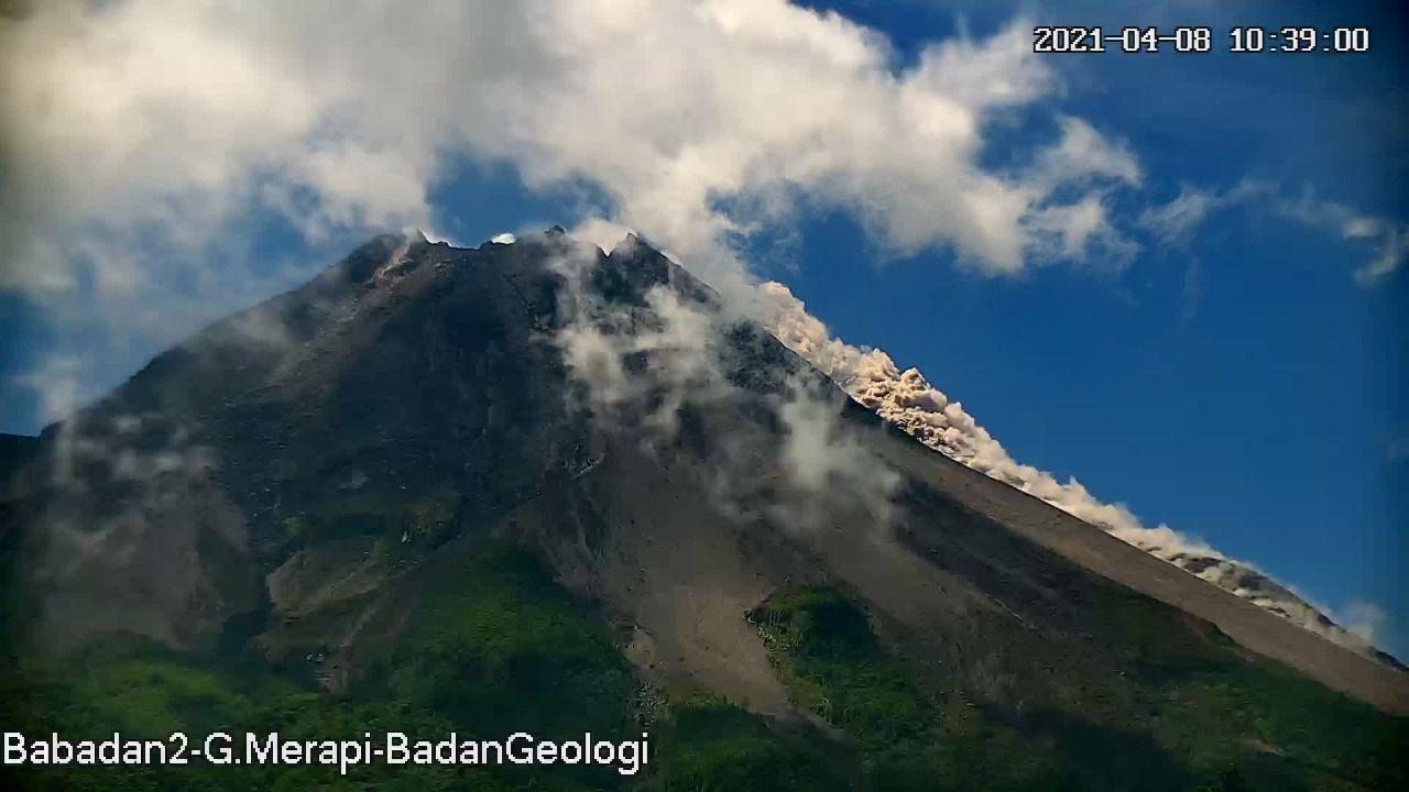 Merapi - coulée pyroclastique du 08.04.2021 / 10h39 WIB - photo Babadan2 - G.Merapi - BadanGeology