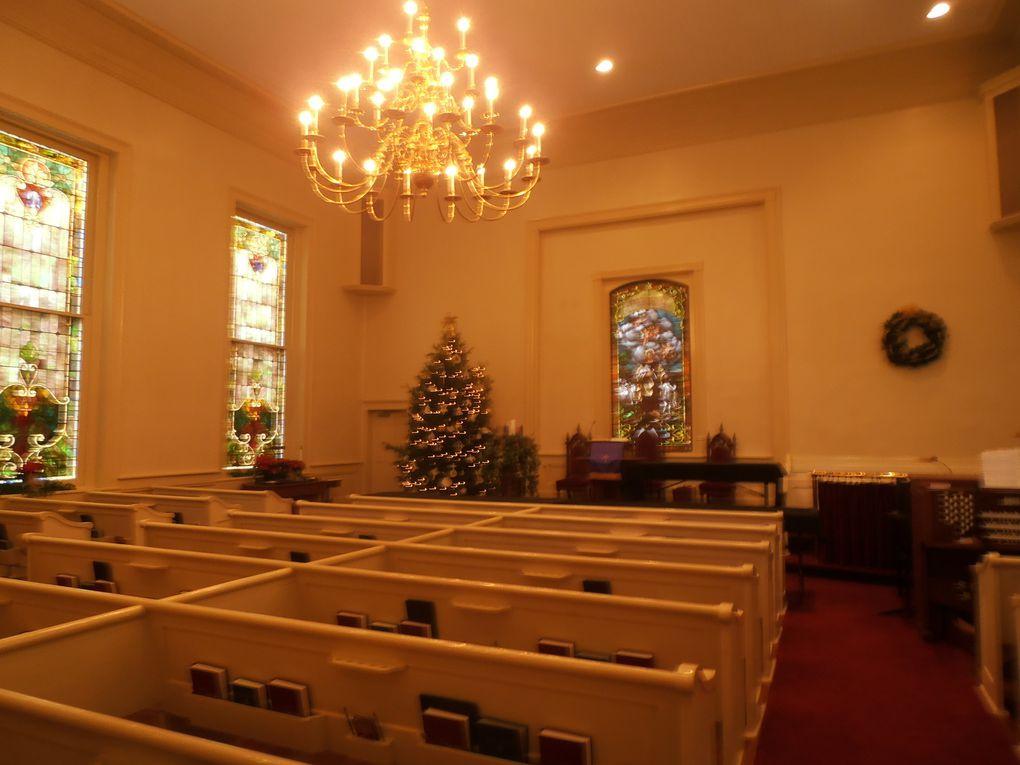 Certains profitent de l'aubaine et s'ouvrent aussi au public : les lieux de culte par exemple... Mais quels sont ces instruments sur la table en face de l'autel?