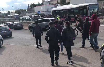 Dijon: : le convoi de Marine Le Pen pris à parti par des antifas (Vidéos)