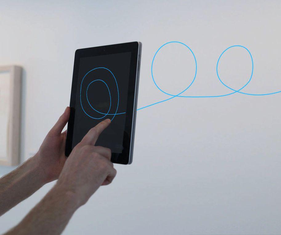 T(ether): affichage de l'espace conscient par interactivité intuitive
