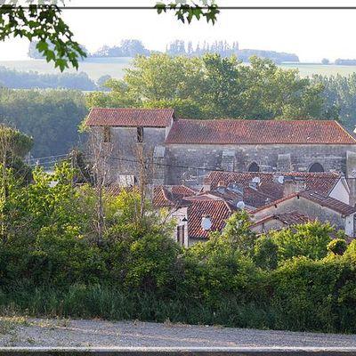 Eglise Fortifiée de CHAMPAGNE - Champagne et Fontaine