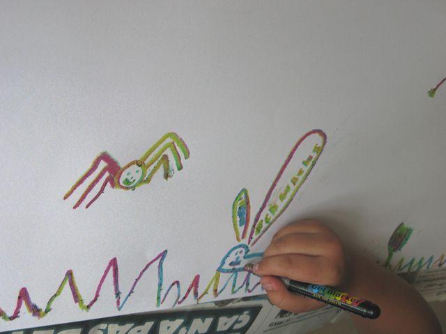 """""""Coquelicot hors frontières"""" - Atelier de peintures à 4 mains -   Chaque groupe, composé d'un enfant allemand et d'un enfant français, compose librement un tableau à partir des personnages du livre """"Le coquelicot qui se sentait tout seul"""""""