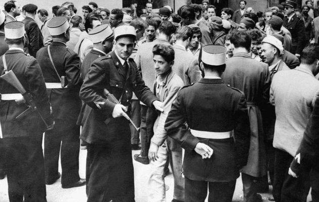 L'enseignement de la guerre d'Algérie en France: entre histoire et mémoire