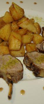 Carré d'agneau aux épices et au coing