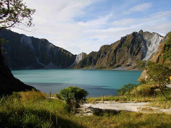 Mount Pinatubo - le lac acide - photo archives 2008 / Chris Tomong
