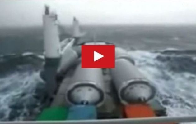 VIDEO - bulk carrier loses its cargo in the middle of a storm