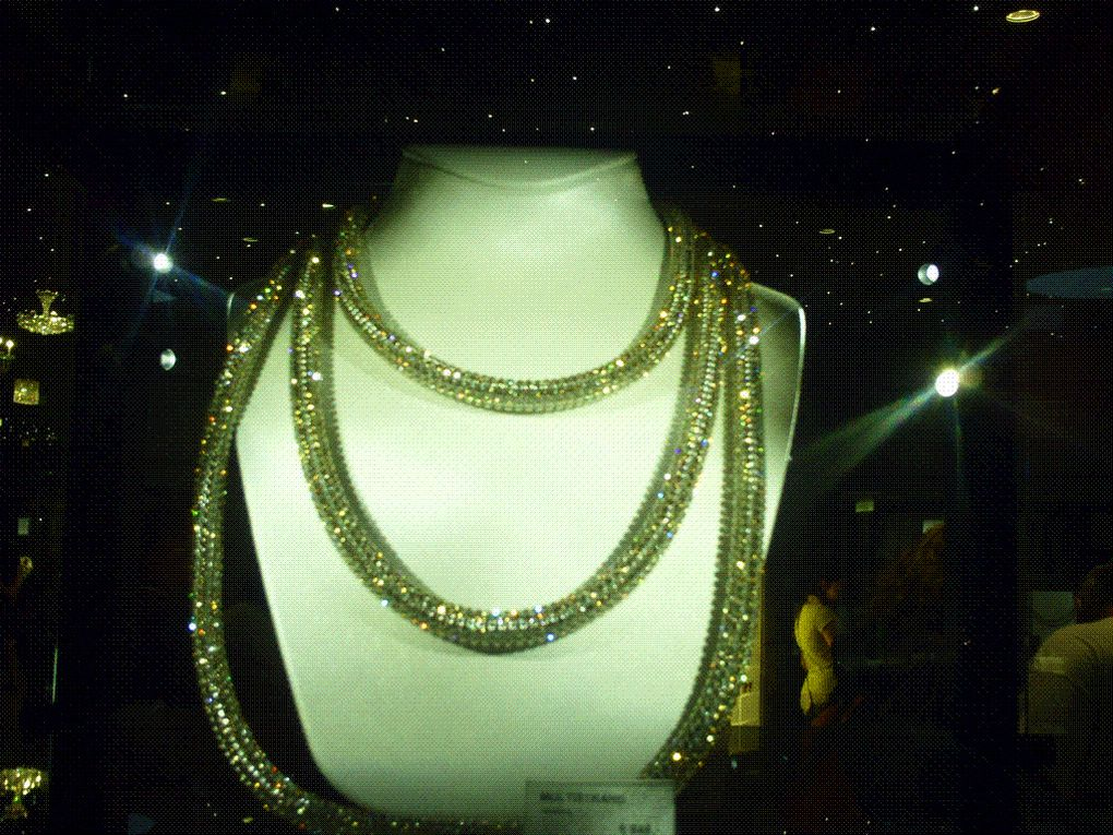 DIAPORAMA 3 PHOTOS - PLUS DE 6 MILLES EUROS.........LE COLLIER.....................