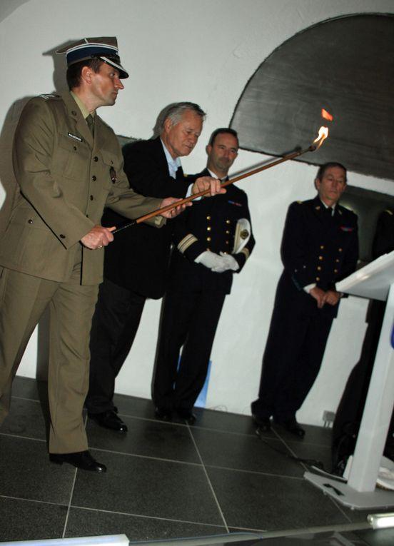 Mercredi 3 octobre 2012-Les 120 participants au tournoi d'échecs de 12 pays de l'OTAN organisé par l'USAM Brest ont participé à un moment de recueillement au Mémorial de la Pointe Saint Mathieu. Photos : Gilbert Kervran - Jean-Jacques Tréguer