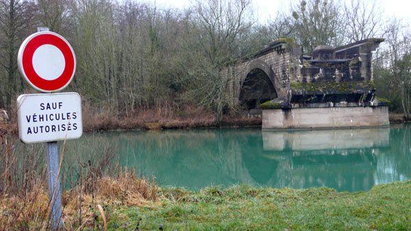 Verdun nous sert de camps de base à partir duquel nous découvrons la Meuse. Douaumont, Vaux, Belleray, Dugny, Thillombois,  Souilly, Nixeville, Sommedieue, Fleury-devant-Douaumont, Lemmes, Belleville, Montmédy, Montfaucon, etc.