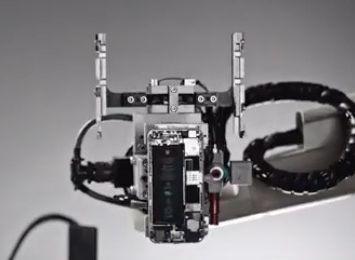 Liam, le robot démonteur d'iPhone