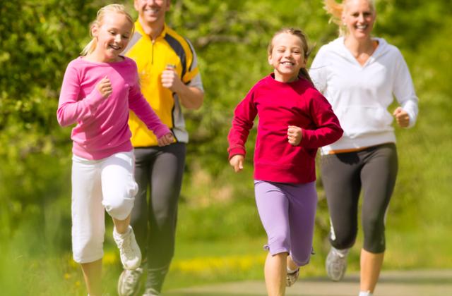 Vous voudriez courir avec vos enfants, mais ça les ennuie. Il y a une solution!