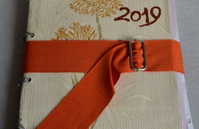 Scrapbooking:  Diario dei ricordi 2019 con copertina carta da parati, fogli riciclati e decorazioni N39_2020