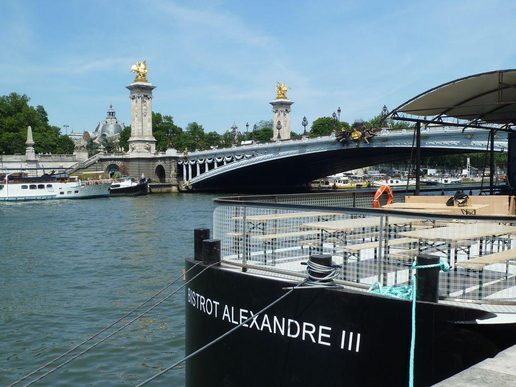 Le musée d'Orsay, sous le pont de la Concorde et le Pont Alexandre III.