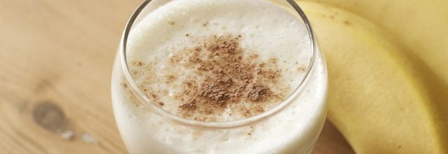 Milk shake à la banane et à la poudre de cacao Weiss