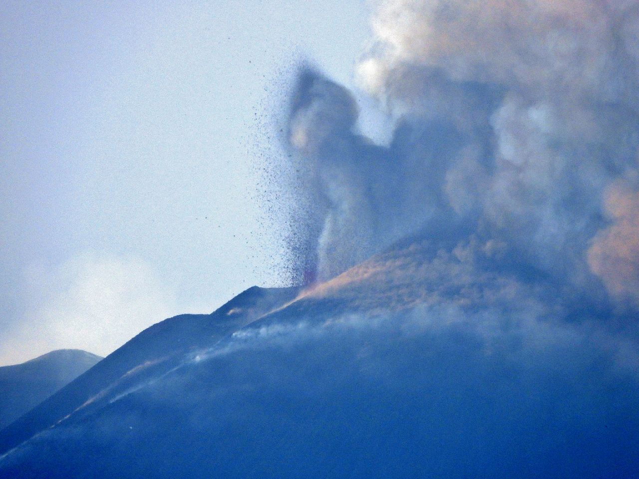 Etna SEC- second eruptive episode of 05.28.2021 in the afternoon - photo Boris Behncke