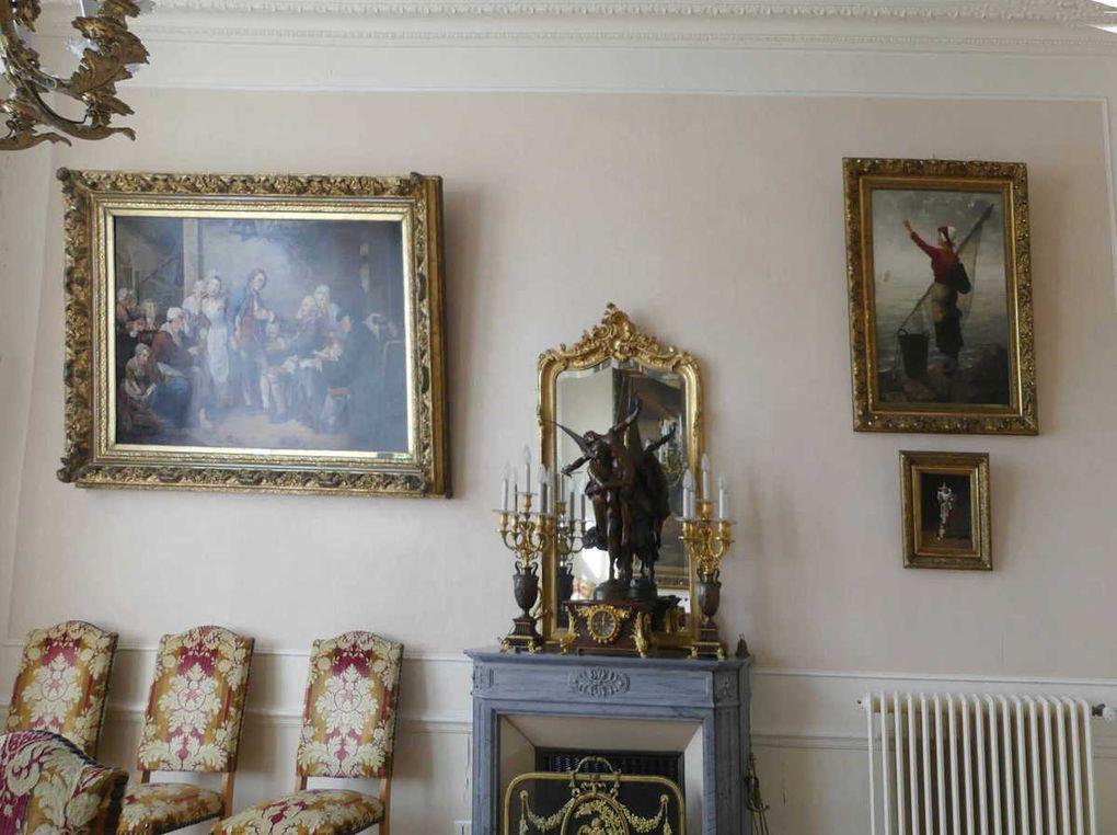 Tableaux dans l'ancienne salle du conseil