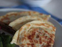 Gozleme (crepes turques) à la viande hachée, poivron et mozzarella (en étapes)