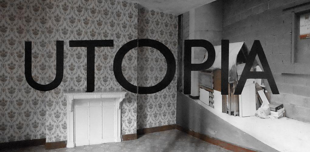 Georges Rousse, intervention in situ dans un des appartements vides de l'aile gauche du Familistère de Guise & Vues de l'exposition Utopia.Georges Rousse © Le Curieux des arts Gilles Kraemer, présentation presse, mai 2015