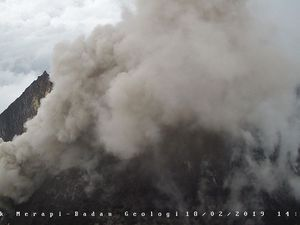 Merapi - le dôme le 18.02.2019, respectivement à 6h57, 8h26 et 14h21 - photos BPPTKG
