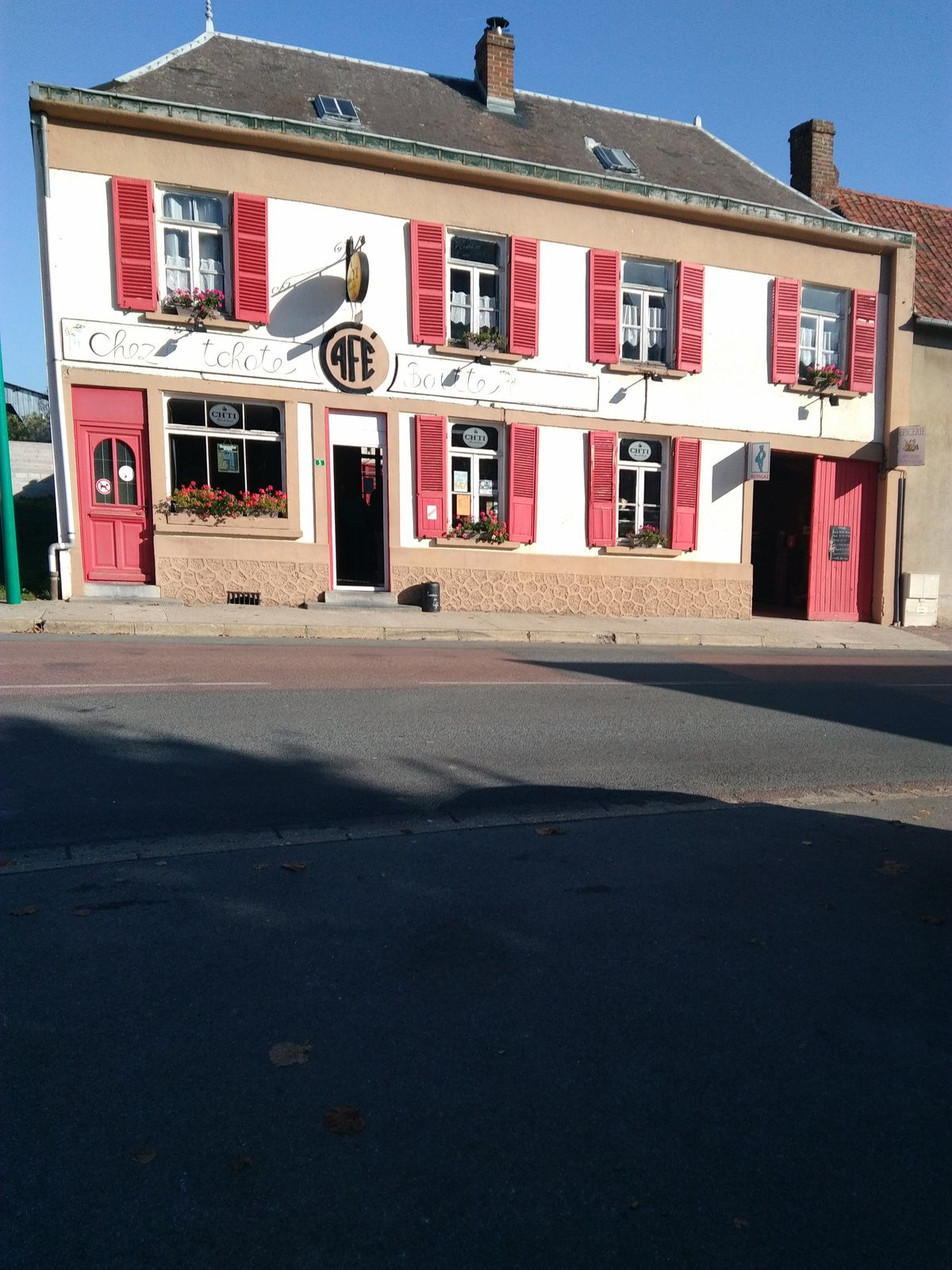 """photo 7 - REVELLES - café """"chez tchote boitte"""""""