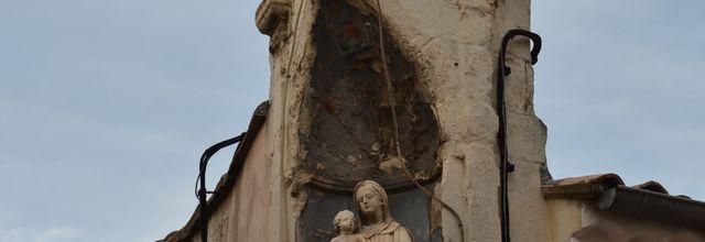 Statue Rue De La Vierge à Saint-Paul-Trois-Châteaux (Drôme 26)