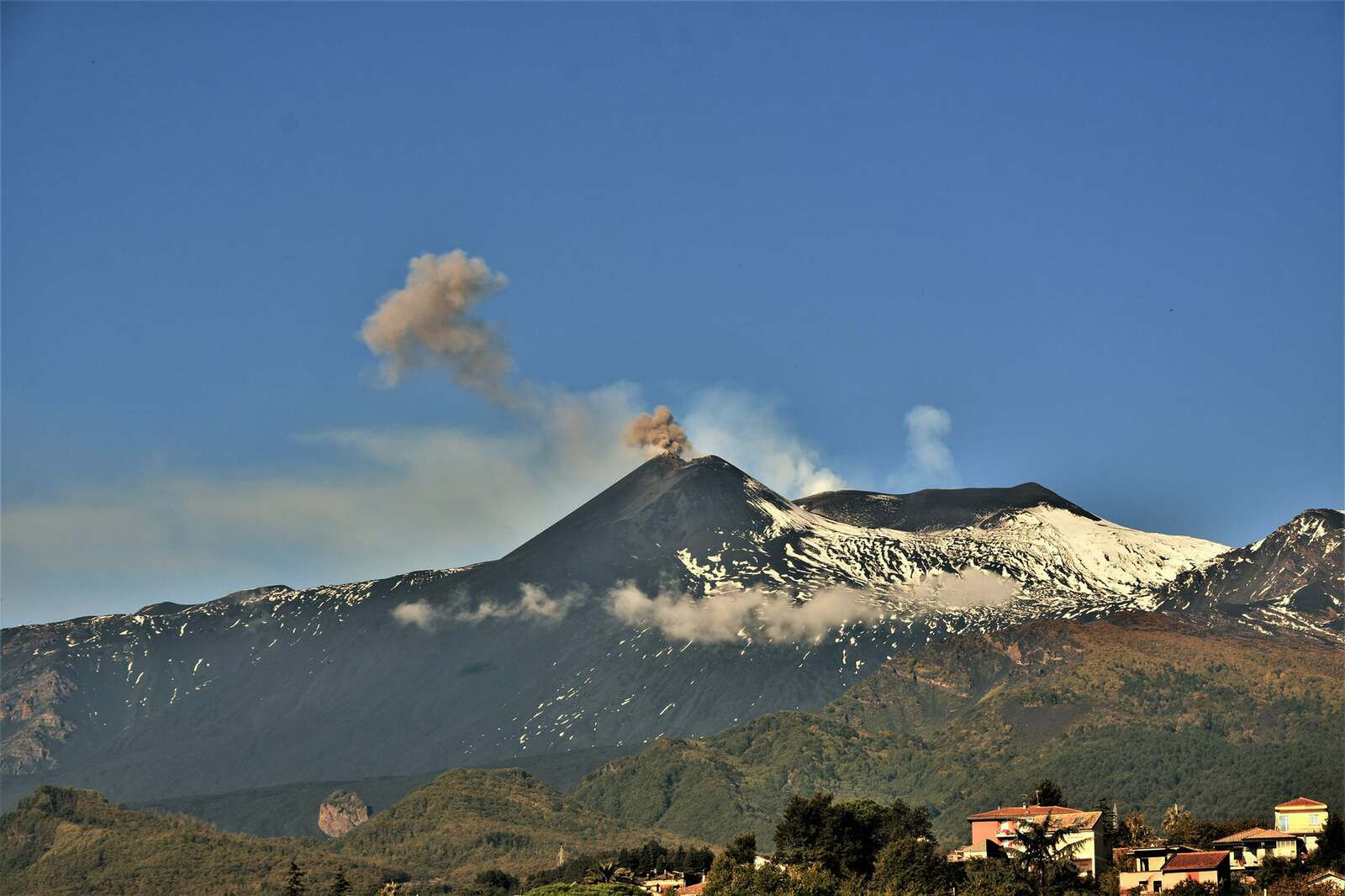 Etna SEC - small explosion and puff of ash and gas on 20.10.2021 / 09:17 - photo © Pippo Scarpinati