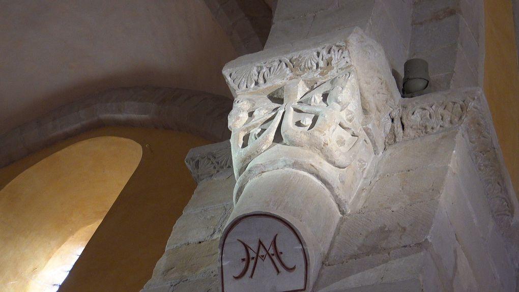 Les sirènes à deux queues des chapiteaux de l'église de Dénat