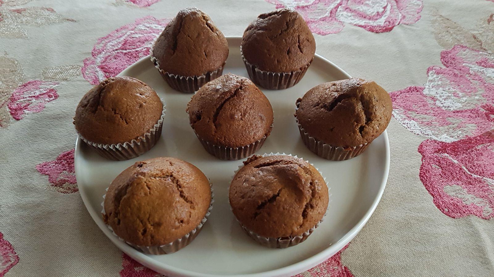 Muffins à la peau de banane et aux raisins secs