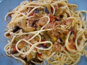 Pâtes à la bolognaise et à la ratatouille