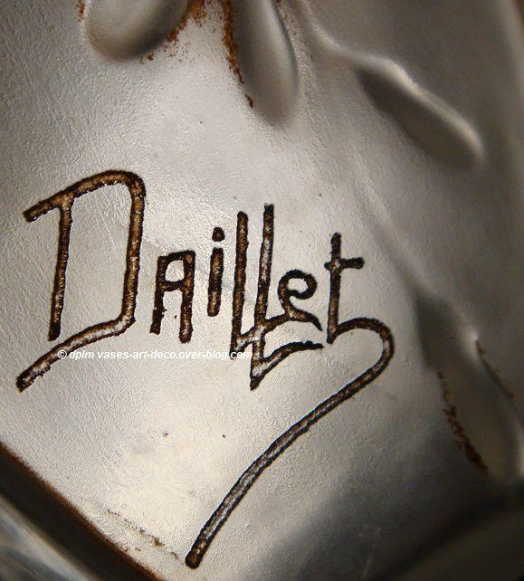 Signature Daillet. Vase Glycines. Gravé en creux dans le décor