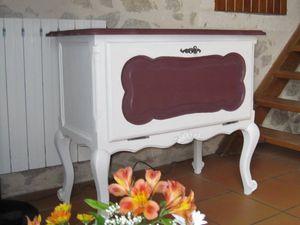 Meuble bar en chêne blanc et Bordeaux. Prix 50 €