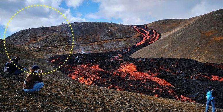 Le coude de la langue de lave qui se jette dans Nátthaga depuis la partie sud-ouest de Geldingadalur.--- et le mur de protection pour empêcher un écoulement vers Nátthagakrik - Doc. Fréttablaðið - Almannavarnir 18.06.2021 - un clic pour agrandir