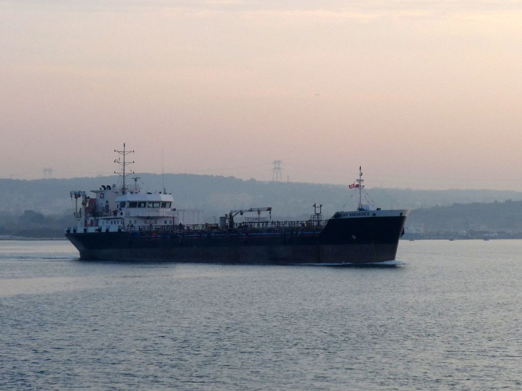 CAP AIGUADES ,  appareillant du port de Lavera  pour le golfe de Fos Sur Mer , le 19 mars 2015