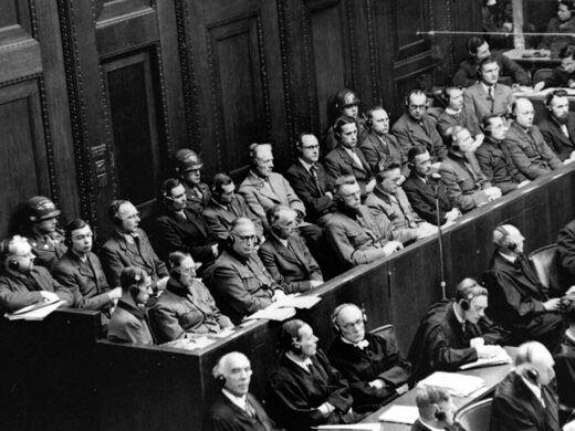 """© US Army El """"Juicio a los Doctores"""" (EE.UU. vs Karl Brandt) durante los juicios de Nuremberg después de la Segunda Guerra Mundial, el cual estableció el Código de Nuremberg que regula la ética de la intervención médica."""
