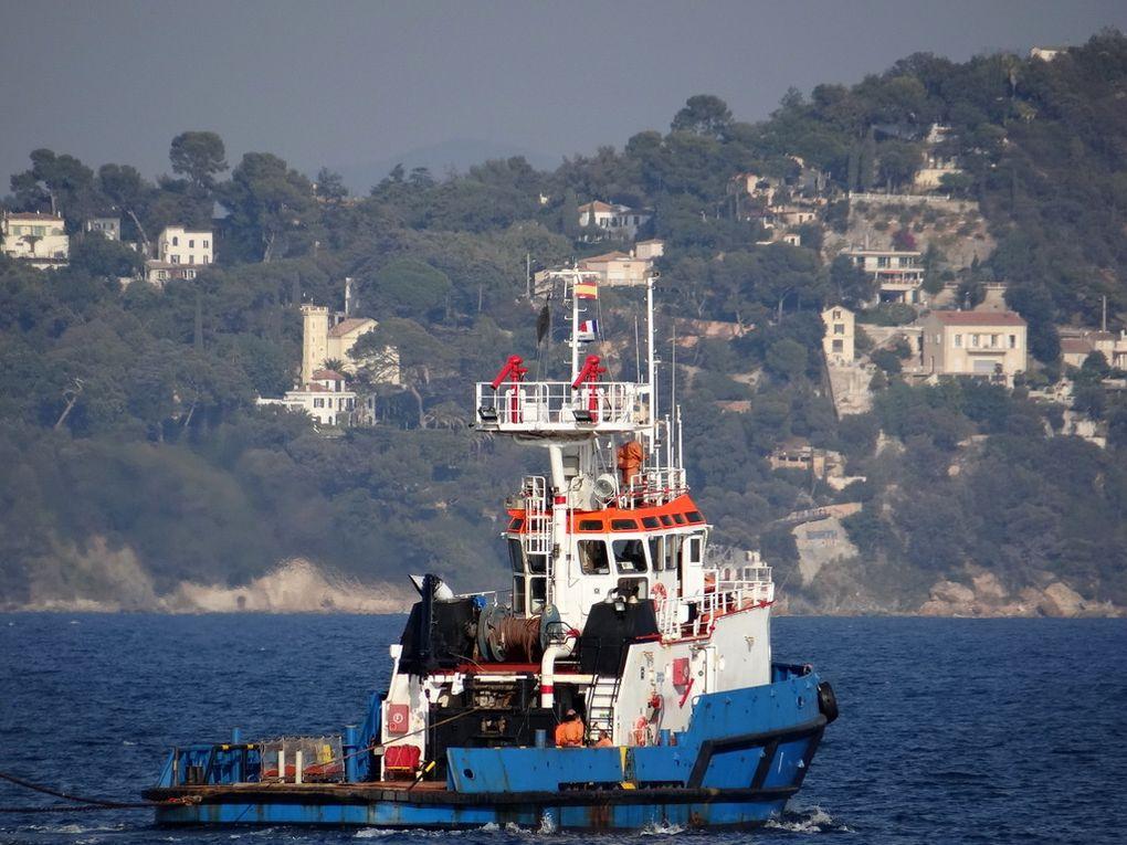 ATENES , remorqueur espagnol appareillant de Toulon le 20 octobre 2017