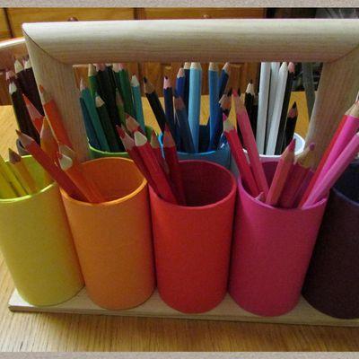 Rangement crayons de couleur façon Montessori