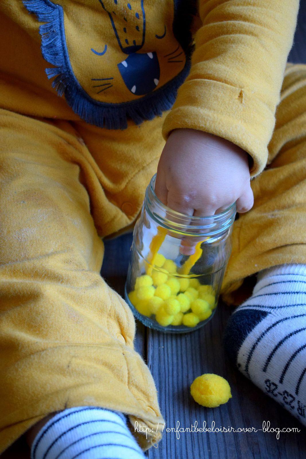 Les pompons jaunes - activité pour bébé