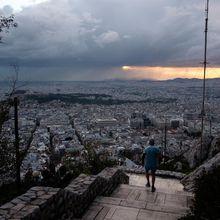Incapables de payer les impôts immobiliers, des Grecs cèdent leurs biens