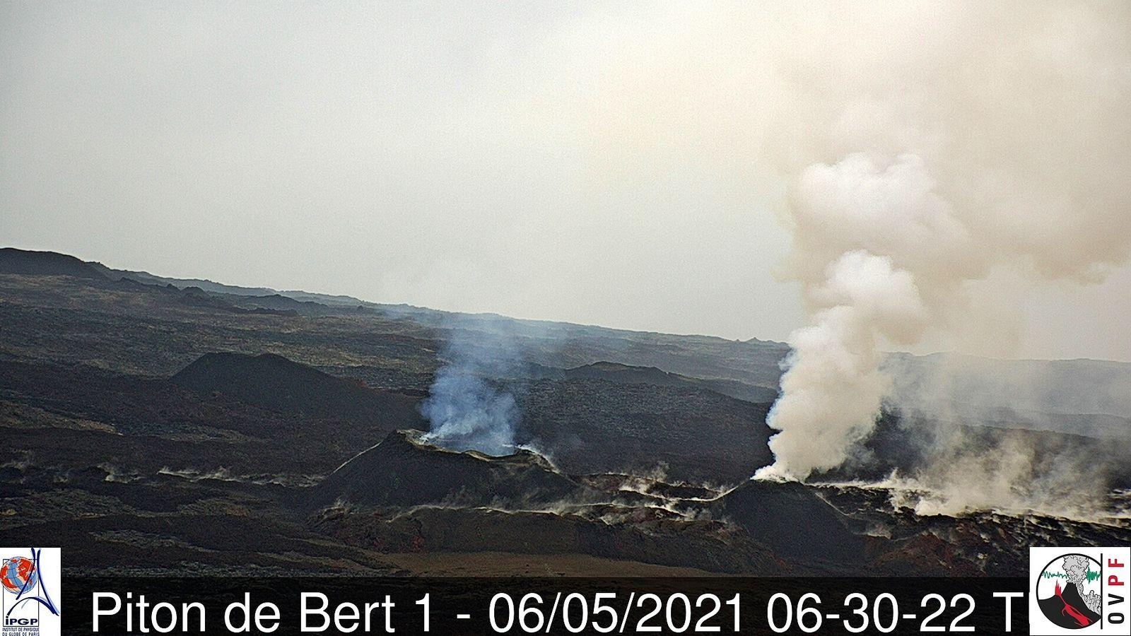 Piton de La Fournaise - 06.05.2021 / 06:30 UT - webcam Bert 1